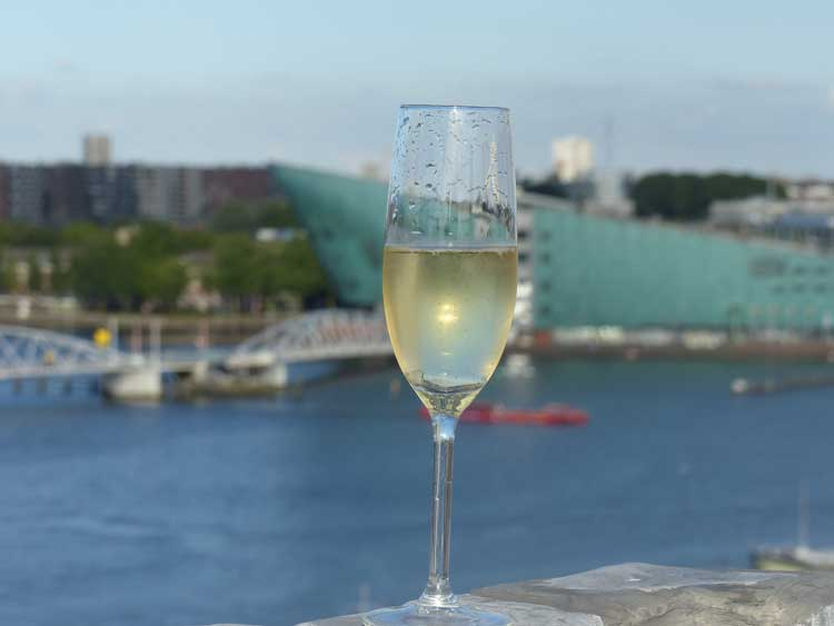 Champagne-Amsterdam-Gracie-Opulanza-Lifestyle-Amrath-The-Grand-Hotel