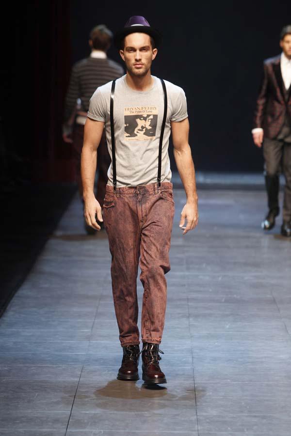 Thin braces suspenders on skinny jeans looking great