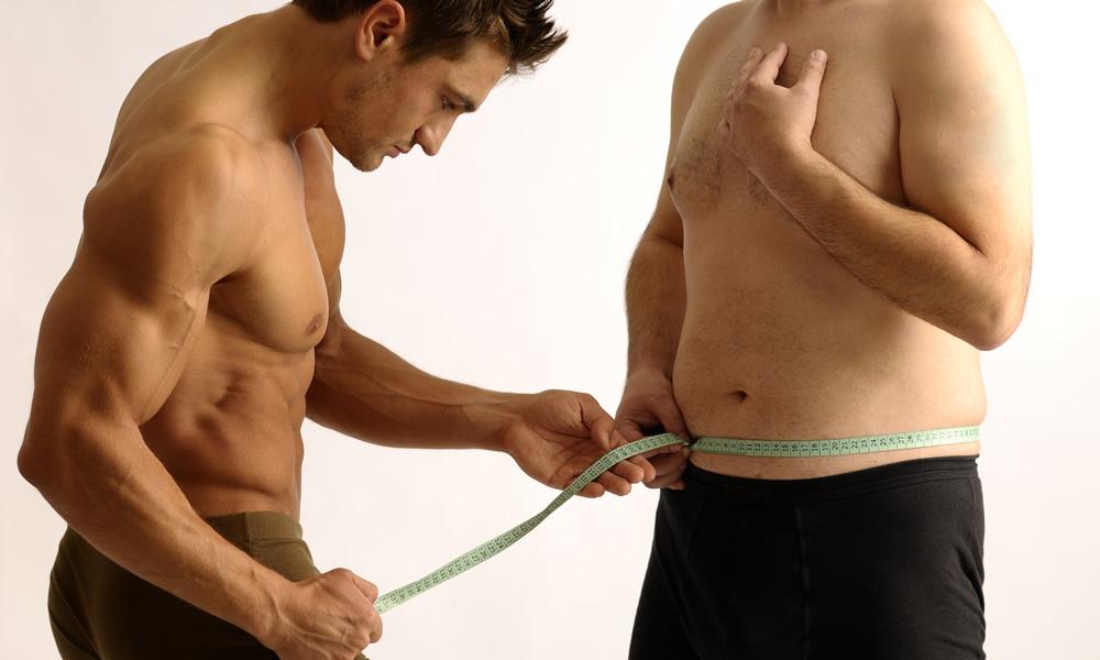 Muscular man measuring a normal sized man