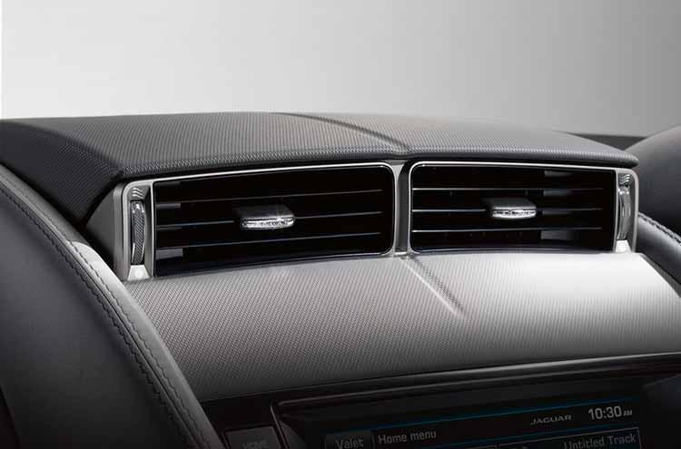 Jaguar F-Type Convertible Active center air vents up