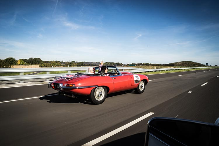 aguar Classic Car Track Day MenStyleFashion 2018 Gracie Opulanza (29)